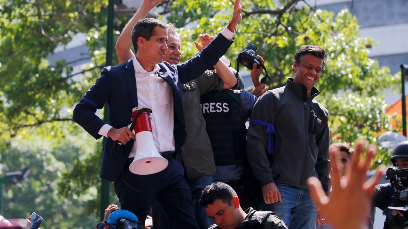 Juan Guaidó y Leopoldo López convocando a la oposición y a militares para derrocar a Maduro.