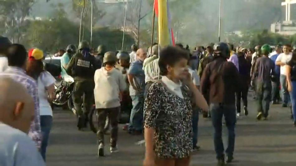 La población salió a las calles tras el video conjunto de Guaidó y López.