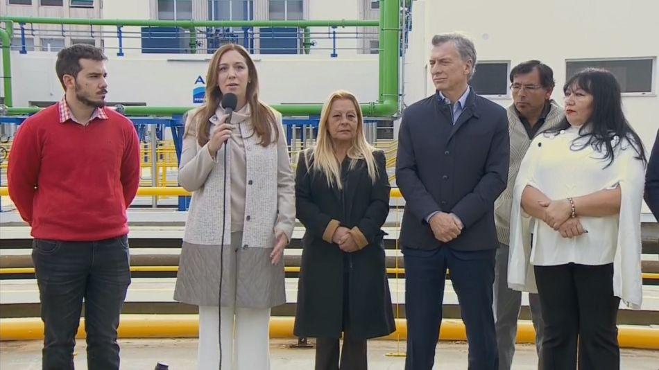 María Eugenia Vidal junto con el presidente Mauricio Macri en la inauguración de la Planta Potabilizadora.
