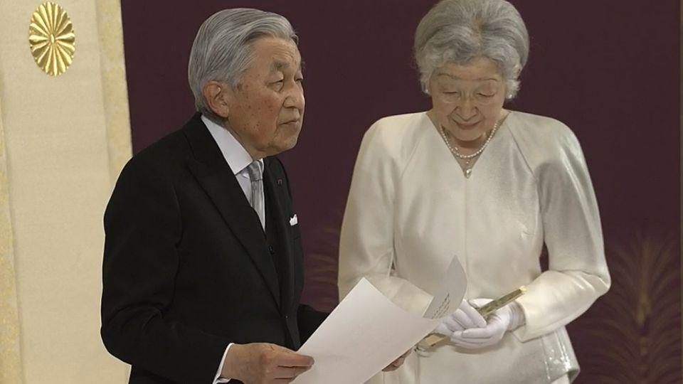 Akihito dejó el trono en una ceremonia de 10 minutos de duración.