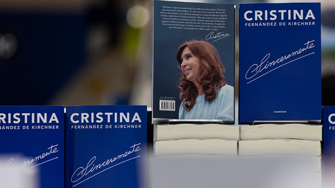 Sinceramente, by Cristina Fernández de Kirchner, on sale at the BA Book Fair.