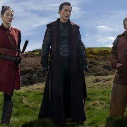 Into the Badlands: Bajie, encarcelado, advierte a Sunny que no se puede confiar en Pilgrim.