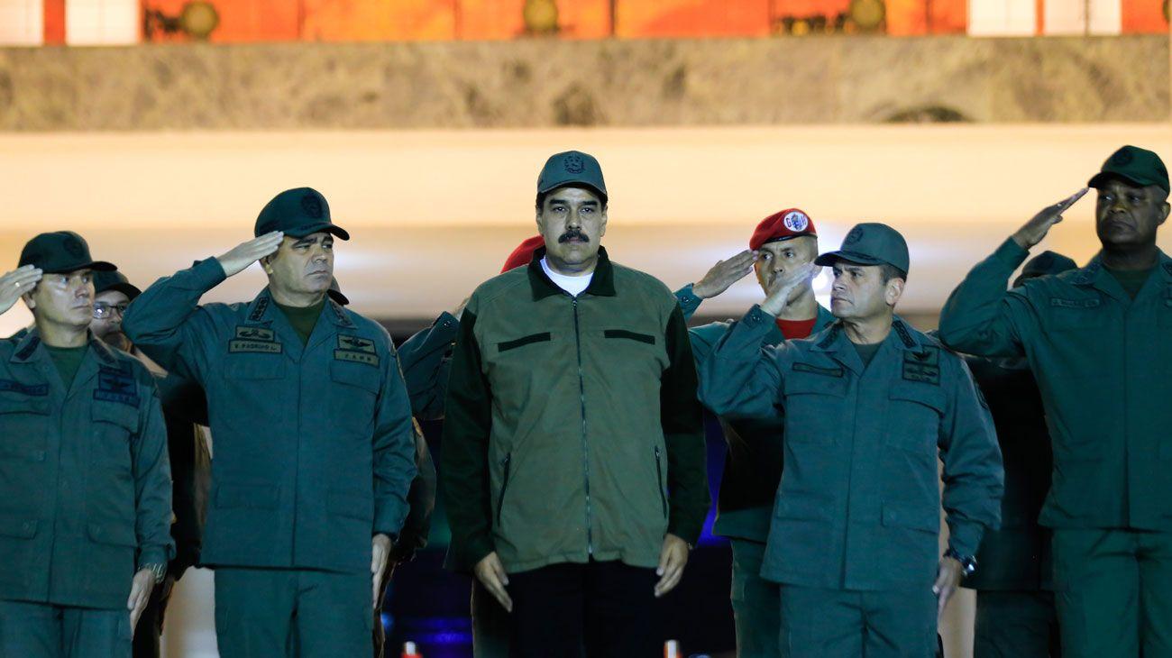"""Nicolás Maduro junto a los militares: """"Ha llegado la hora de combatir"""""""