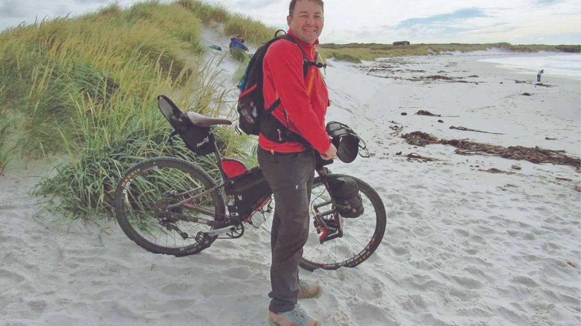 Malvinas en bicicleta: por la tierra de los héroes
