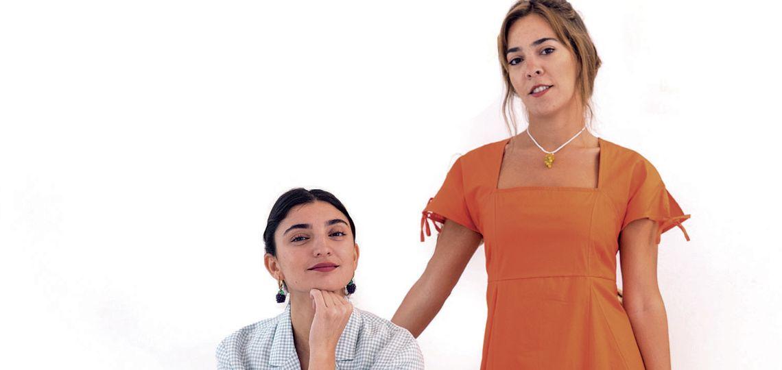 Paloma Cepeda presenta su marca de indumentaria junto a una amiga
