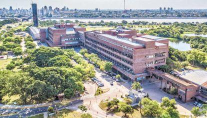 UNL. Es una institución territorial. Es decir, que no solo acuden estudiantes de la ciudad de Santa Fe sino también de otras provincias como Entre Ríos y Córdoba.