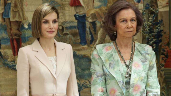 La Reina Letizia y Doña Sofía, de vacaciones y enfrentadas: no quieren desayunar juntas