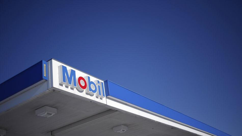 Exxon Falls as Plan to Boost Spending Frustrates Wall Street (3)