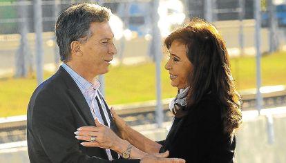 Mauricio Macri junto a Cristina Fernández de Kirchner.