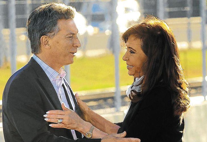 Dos psicografias sobre el Hombre Gris - Macri y Fernández - Página 3 Macri-cristina-689256