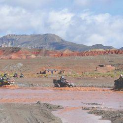 Los ATV cruzando el río Granadas.