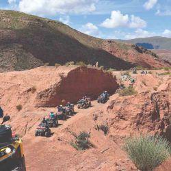 Camino entre montañas, si así se puede denominar, ya que  en varios puntos apenas pasa la trocha de los ATV.