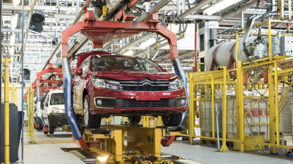 La producción automotriz nacional cayó un 33,9 por ciento en abril