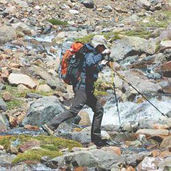 Cruce del arroyo Fiero a 4.000 metros de altura, camino al campamento alto.
