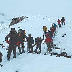 En pleno ascenso por el Cordón de Ansilta, con mucha nieve.