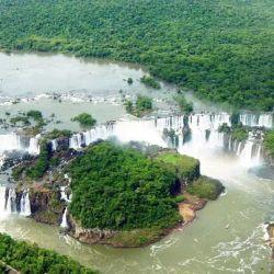 La Selva Misionera está integrada por valles, ríos, frondosa vegetación subtropical y hasta sierras.