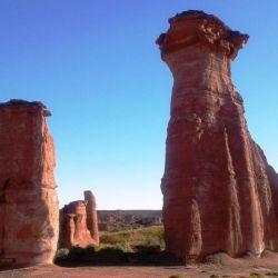 El cañón de Talampaya es una formación rocosa de imponentes paredes verticales.