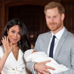 Meghan y Harry presentan a su hijo Archie Harrison