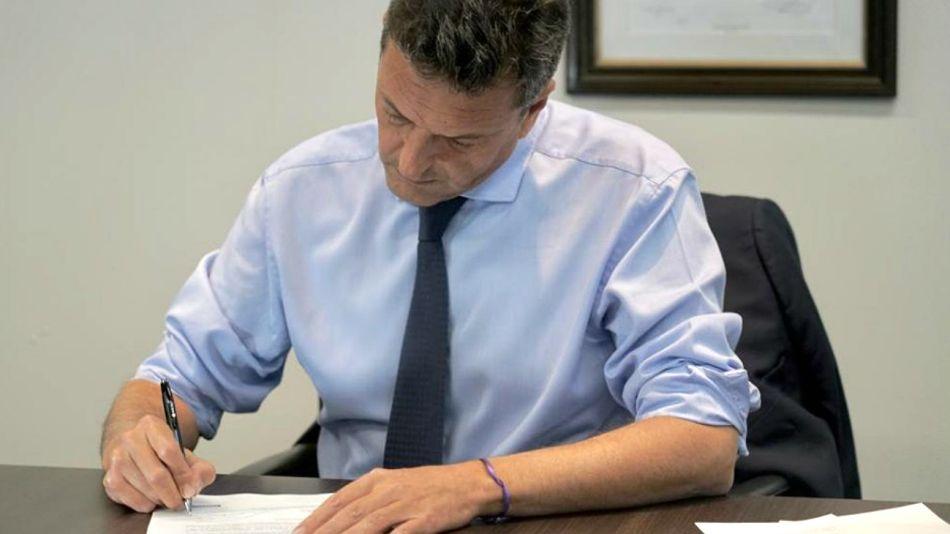 Massa, en la foto que difundió en redes, contestándole a Macri.