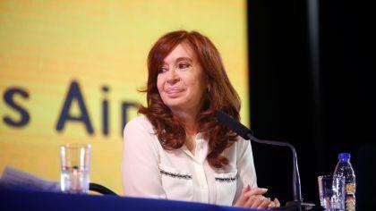 Cristina Presente su libro sinceramente 09052019