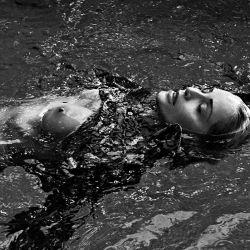 Sharon Stone hizo un tremendo topless a los 61 años