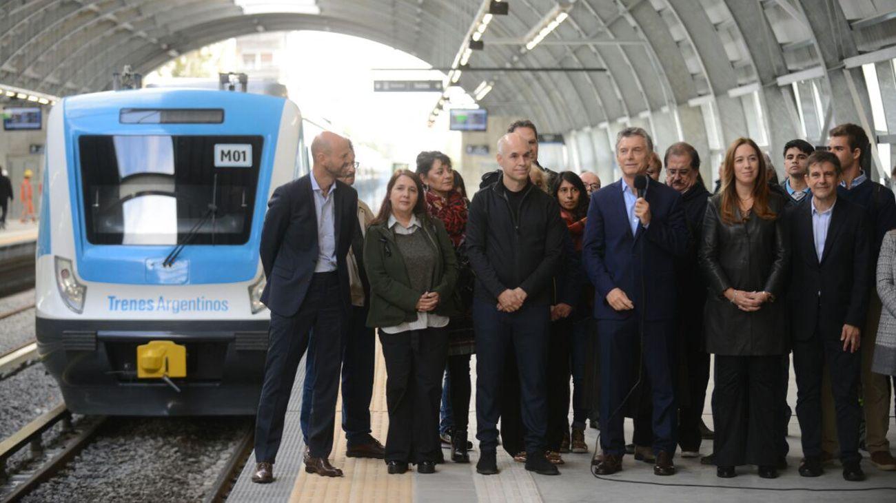 Mauricio Macri junto a María Eugenia Vidal, Horacio Rodríguez Larreta y el ministro de Transporte, Guillermo Dietrich.