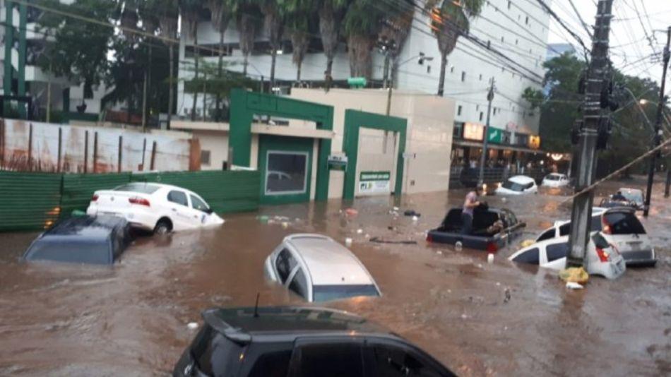 Asunción: desbordó el Río Paraguay