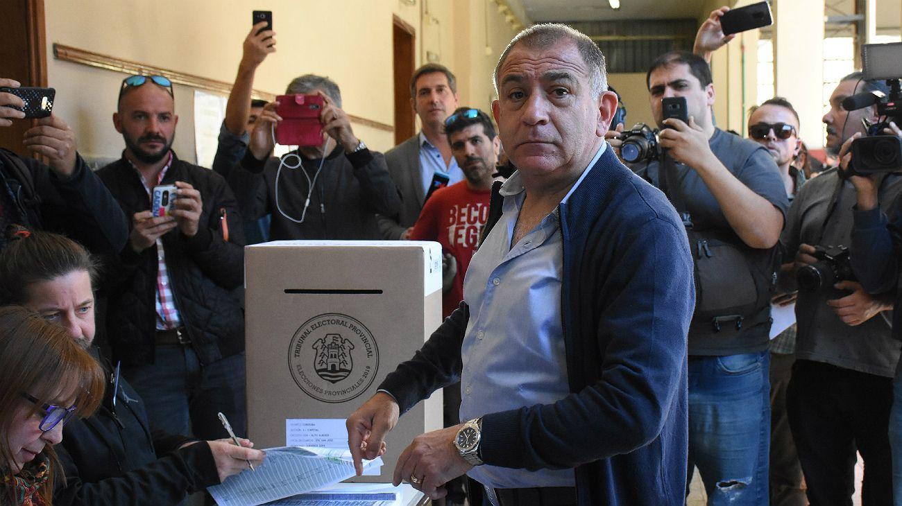 """Luis Juez a sus fiscales: """"Les ruego que no se levanten de las mesas"""""""