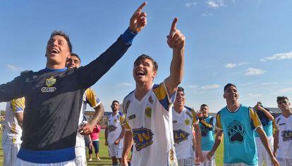 Bohemio. Regresó a la B Nacional después de 8 años. Villa Crespo festeja.