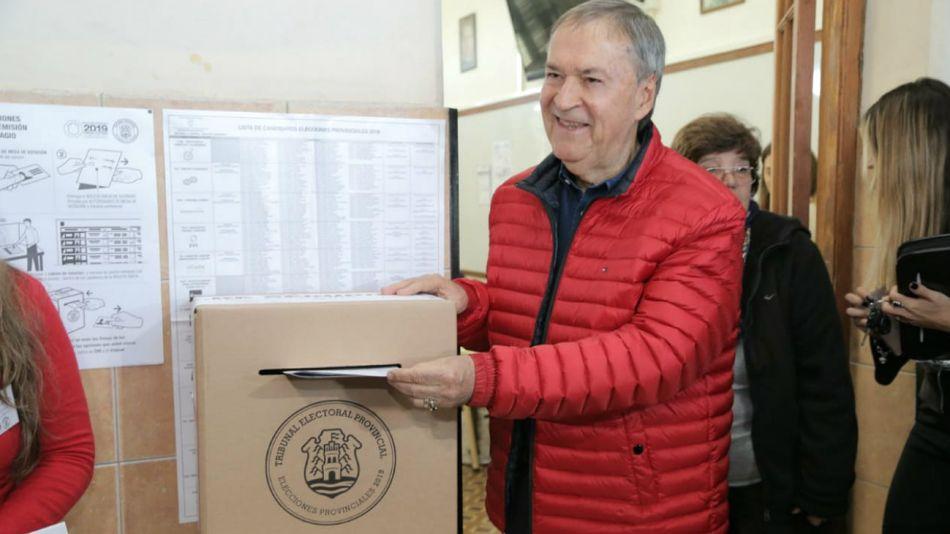 """Juan Schiaretti, votando en Córdoba: """"Los de afuera son de palo"""", dijo."""