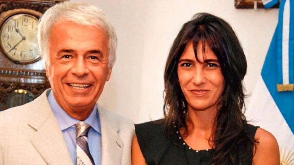 Natalia de la Sota junto a su padre.