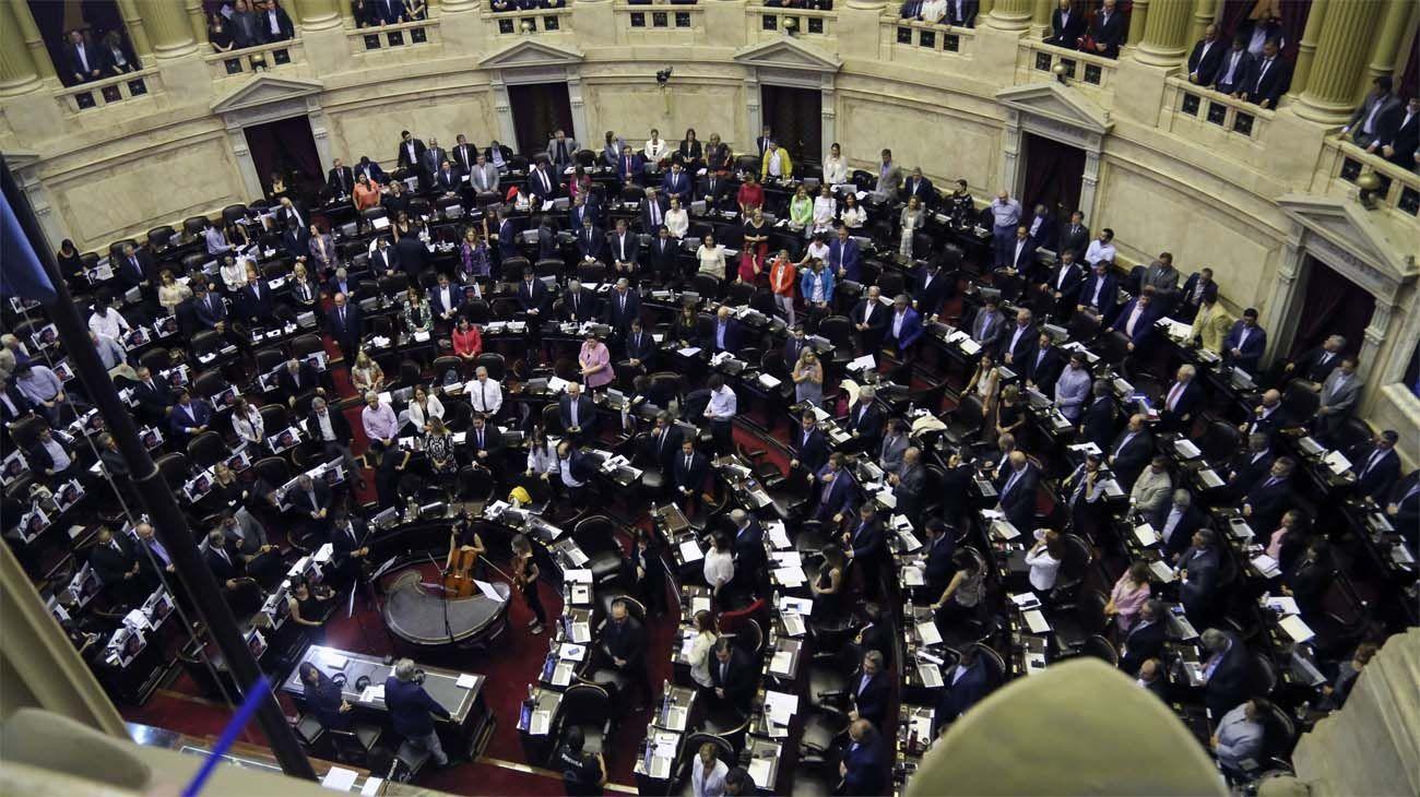 Los legisladores consagrarán mañana la impunidad para emplear dinero negro en las campañas.