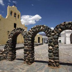 Cachi invita a una de las iglesias más antiguas.