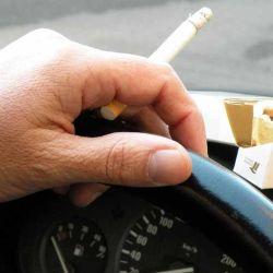 Fumar al conducir