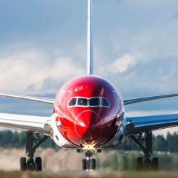 La empresa de origen noruego se propone apuntar al sector corporativo, opera desde Aeroparque y da Wi-Fi gratuito en los vuelos.