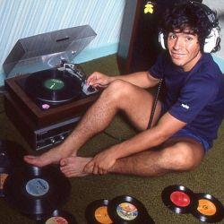 Foto exclusiva de la película de Maradona con sus vinilos, en Napoli.