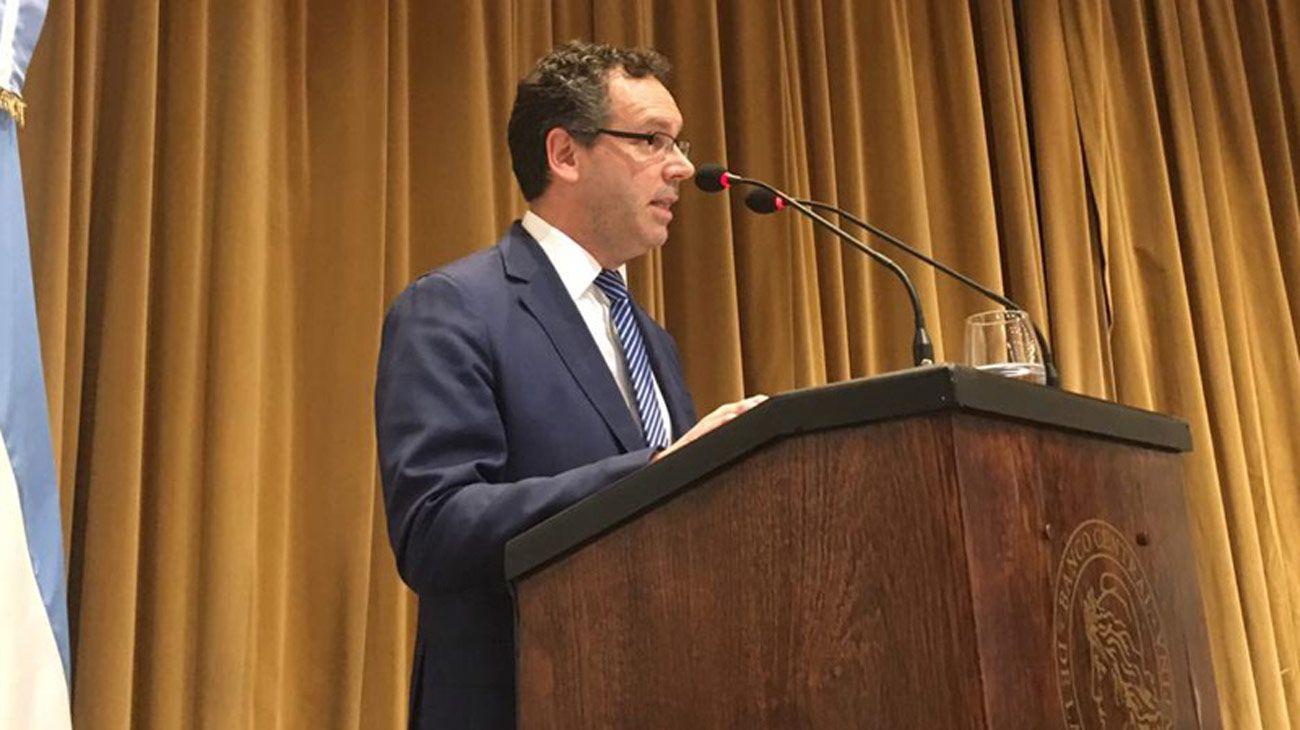 Con la inflación en baja, Guido Sandleris defendió la nueva estrategia para frenar al dólar