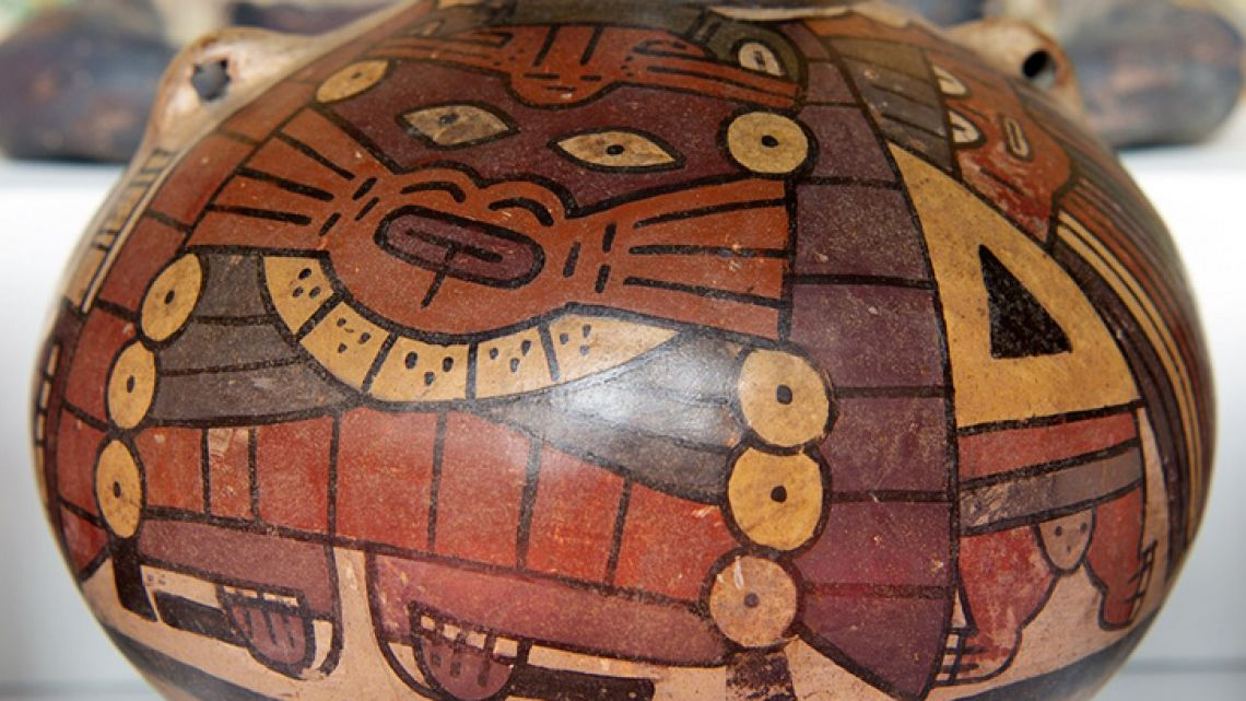 View of one of the 130 textile and ceramic archeological pieces belonging to the Moche, Chimu, Nazca, Chancay, Huari, Vicus, Inca and other cultures, after being successfully repatriated from the US and Argentina, on display at the Peruvian Ministry of Foreign Affairs building in Lima, on May 14, 2019.