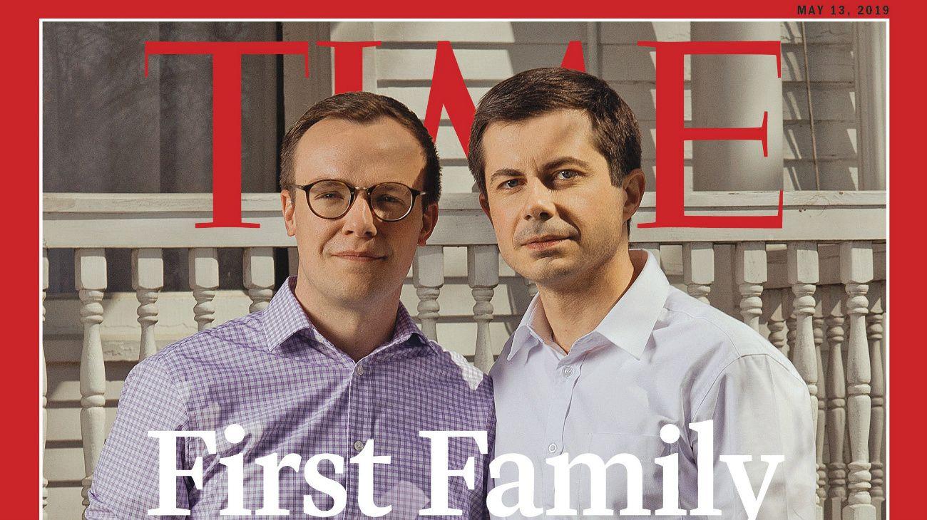 """Buttigieg y su esposo, Chasten, aparecieron en la tapa de la revista TIME con el título """"Primera Familia""""."""