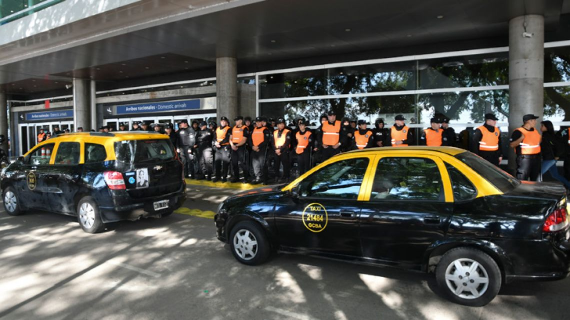 Taxi-drivers gather in front of PSA agents at Aeroparque Jorge Newbery Airport in the capital on Thursday, May 16, 2019.