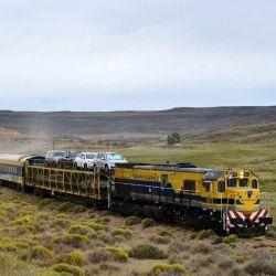 El Tren Patagónico une Viedma con Bariloche a través de paisajes increíbles.