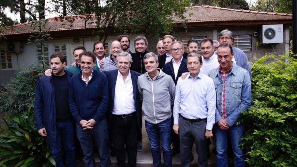 Máximo y Alberto Fernández tras la reunión con intendentes.les.