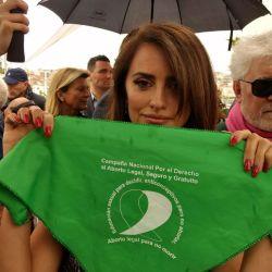 Almodóvar y Cruz apoyaron el pedido de aborto legal en Argentina