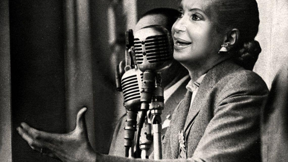 CFK as Evita Duarte de Perón.