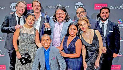 Platinados. Yalitzia Aparicio y Marina de Tavira junto a todos los ganadores de la multipremiada Roma, de Alfonso Cuarón.