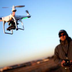 Los drones más económicos tienen una distancia de control que ronda entre los 50 y 100 metros.