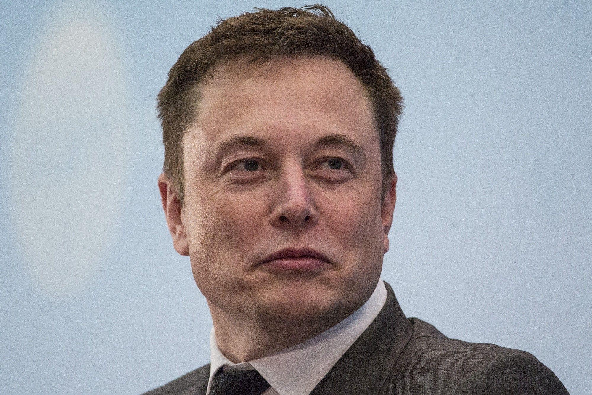 Los ingresos de Tesla se estancan: Musk busca récord de entregas