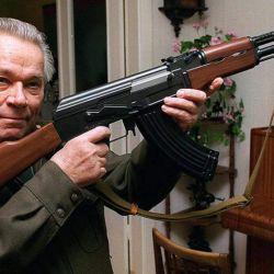 Mijaíl Kaláshnikov creó el fusil de asalto AK-47 en 1947.