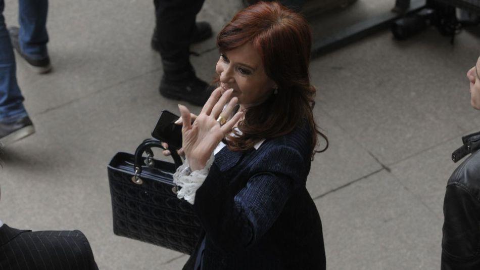 20190521 Cristina Kirchner saliendo de Comodoro Py dos