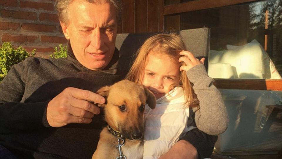 Imagen de archivo | El presidente Mauricio Macri junto con su hija Antonia y su perro Balcarce.